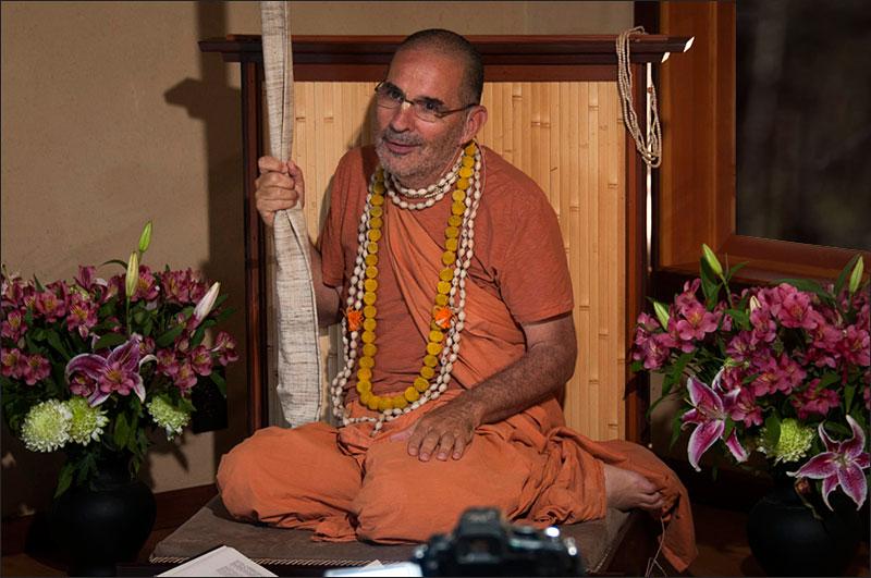 swami-tripurari
